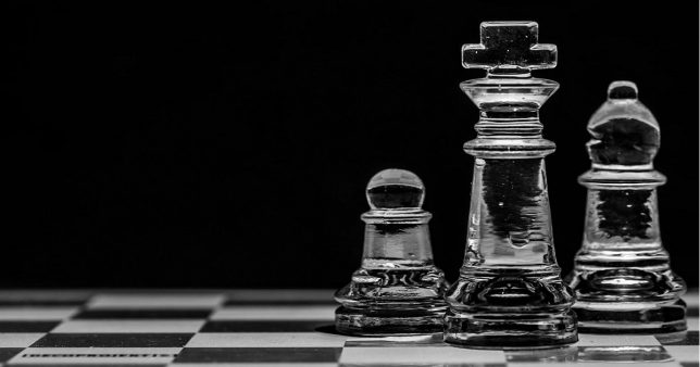 Image showing three chess coins, queen, rook and a pawn represening the ability of SBI Magnum Multicap Fund to invest across the entire market cap